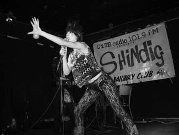 Dandi Wind at SHiNDiG 2004 | | photo by Ben Lai